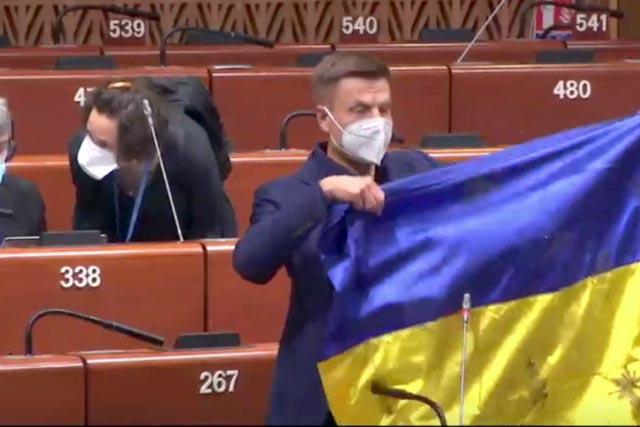 Президент ПАСЕ пригрозил Гончаренко санкциями за простреленный флаг Украины