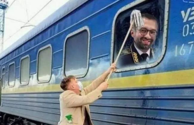 Датчанин, мывший окно украинского поезда, высказался об «Укрзализныце»