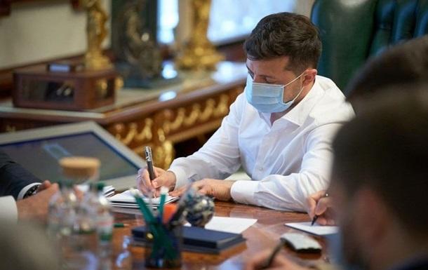Зеленский передал армии президентские самолет и вертолет
