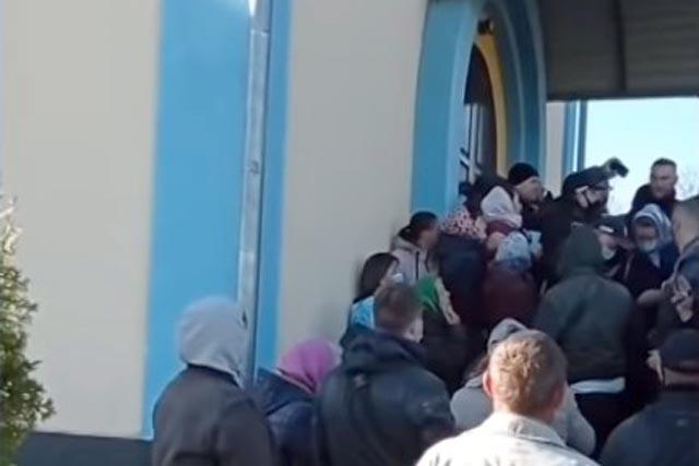 В Ровенской области между УПЦ и ПЦУ вспыхнул конфликт за храм