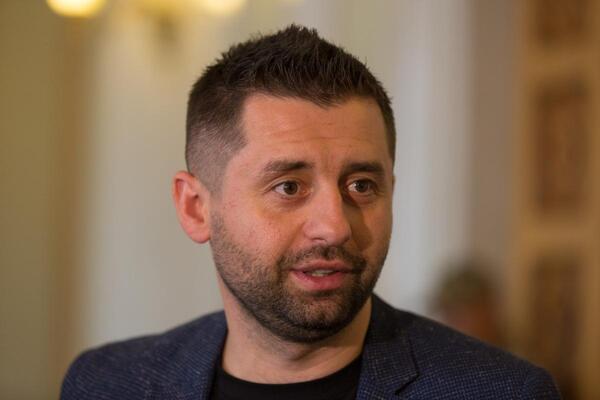 Арахамия ответил Кличко на обвинение в политическом давлении