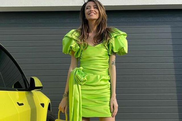 Певица Дорофеева подняла платье и показала трусы
