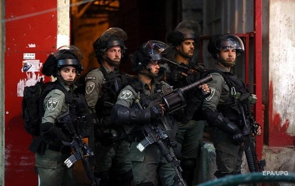 Израильские силовики прокидают мечеть Аль-Акса в Иерусалиме