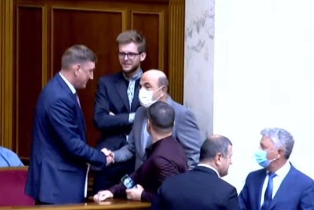 Аксенов принял присягу нардепа Украины под крики «ганьба»