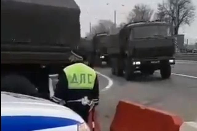 Россия сосредоточила в Крыму огромное количество танков. Видео