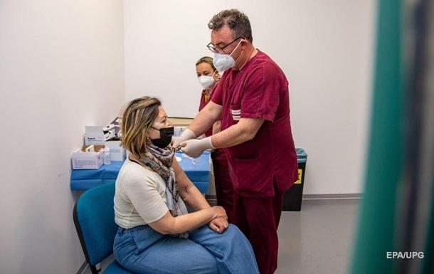 Из-за ошибки врачей девушка получила сразу шесть доз вакцины