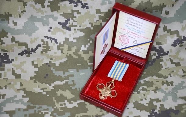 Зеленский наградил медалью пограничника, которого ранили в России