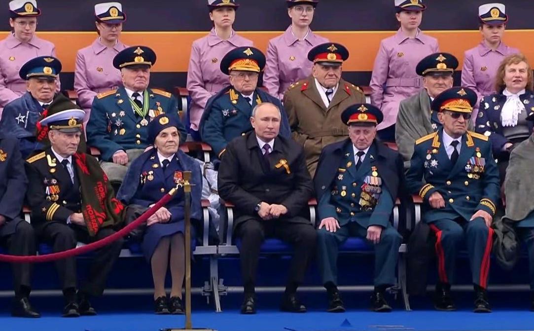 Путин с трибуны на Красной площади пригрозил странам с агрессивными планами