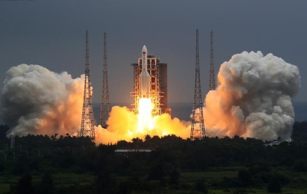 Китайская неуправляемая ракета рухнет на Землю утром 9 мая