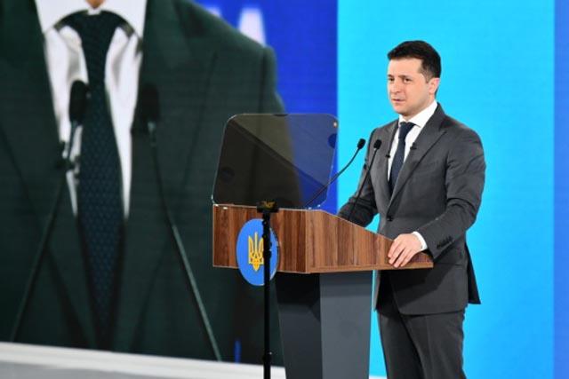 Зеленский пообещал, что Украина войдет в режим paperless 24 августа