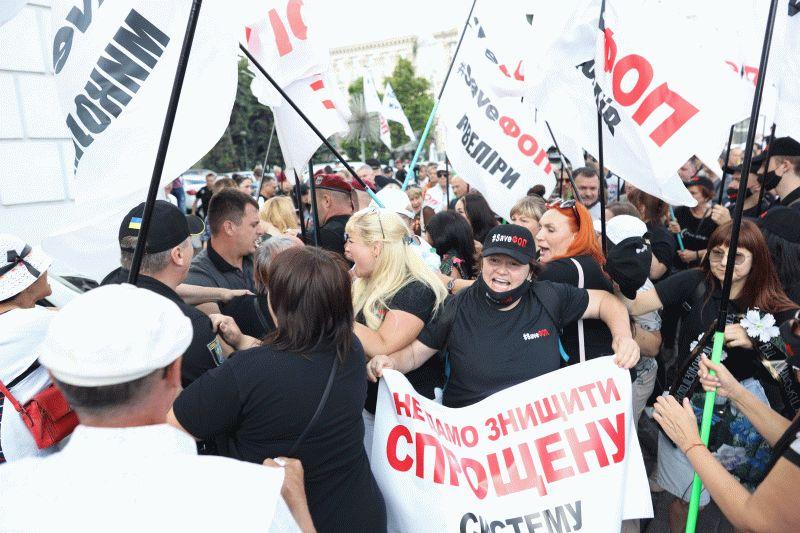 В Киеве произошли столкновения между предпринимателями и полицией