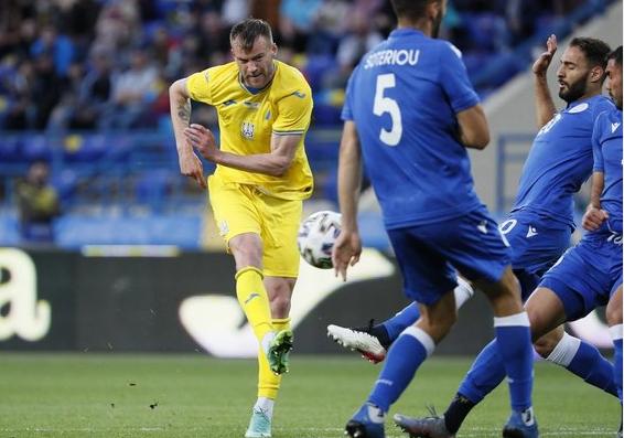 Павелко заявил о новых решениях по символике на форме сборной Украины