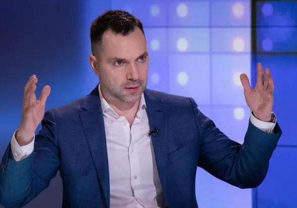 Арестович назвал два варианта решения военного конфликта с Россией