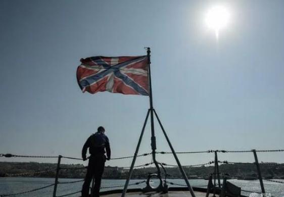 Российские военные обстреляли эсминец НАТО у Севастополя