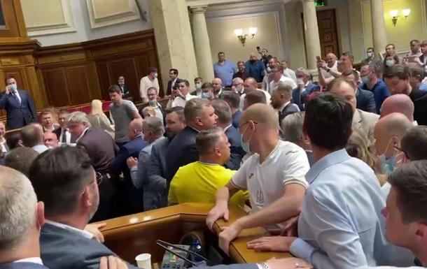 Потураев спровоцировал драку между нардепами ОПЗЖ и Слуги народа