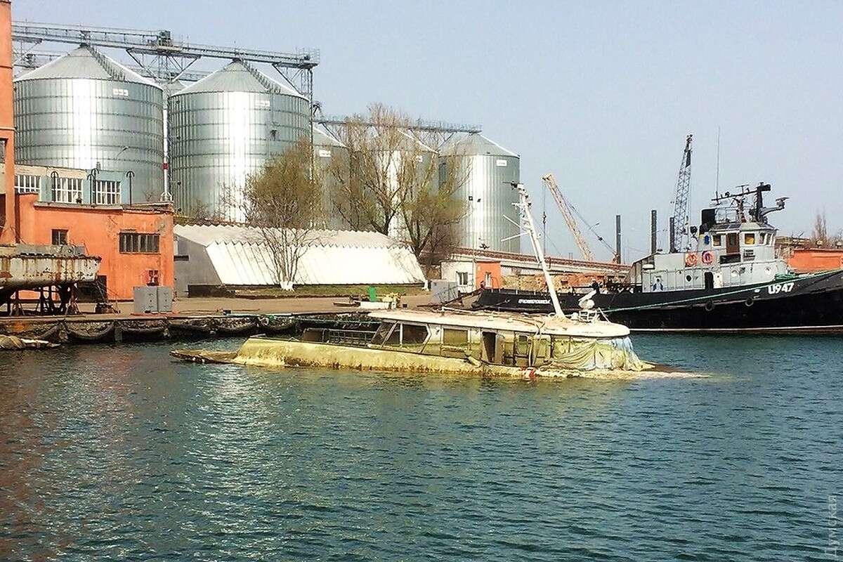 Американцы подняли со дна морского порта в Одессе катер Брежнева