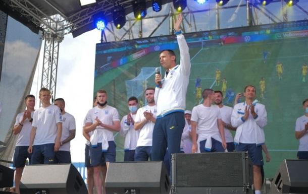 Возвращение с Евро: в Киеве встретили сборную Украины