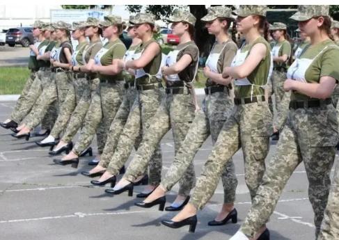 Минобороны закупит для парада новые женские туфли